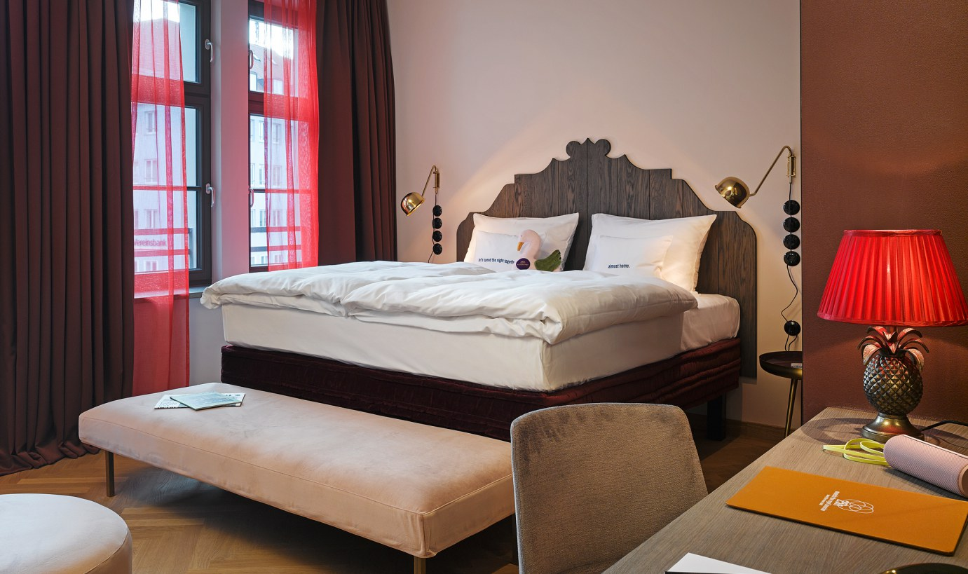 25hours hotel m nchen the royal bavarian jetzt buchen. Black Bedroom Furniture Sets. Home Design Ideas